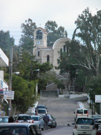 Ο δρόμος προς την εκκλησία της Αγίας Ειρήνης
