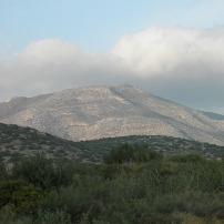 Οι πλαγιές του Ολύμπου και στο βάθος το Πάνειο όρος