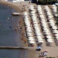 """Φάκελος """"παραλίες"""" (2): Όσα πρέπει να γνωρίζετε για τις καντίνες στις παραλίες και για τα beach bar  (του Δημήτρη Κλούρα)"""